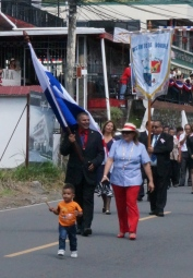 The parade began with a VIP, who I assume is either the mayor of Boquete or some other regional politician. The little guy in orange just decided to jump in and be a part.